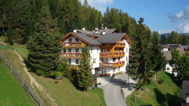 Residecne and B&B Somaila at La Villa in Alta Badia logo